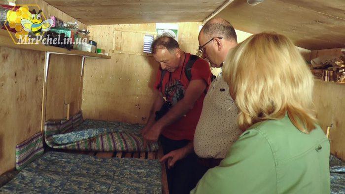 В гостях на пасеке у Анатолия Янишевского и делегация из Франции