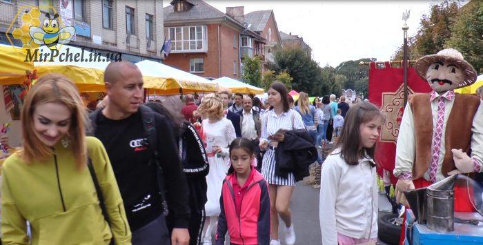 Ярмарок- выставка меду пасечников на день города Белая Церковь